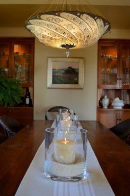 Lámpara de seda en una casa en Pacific Grove CA USA comedor