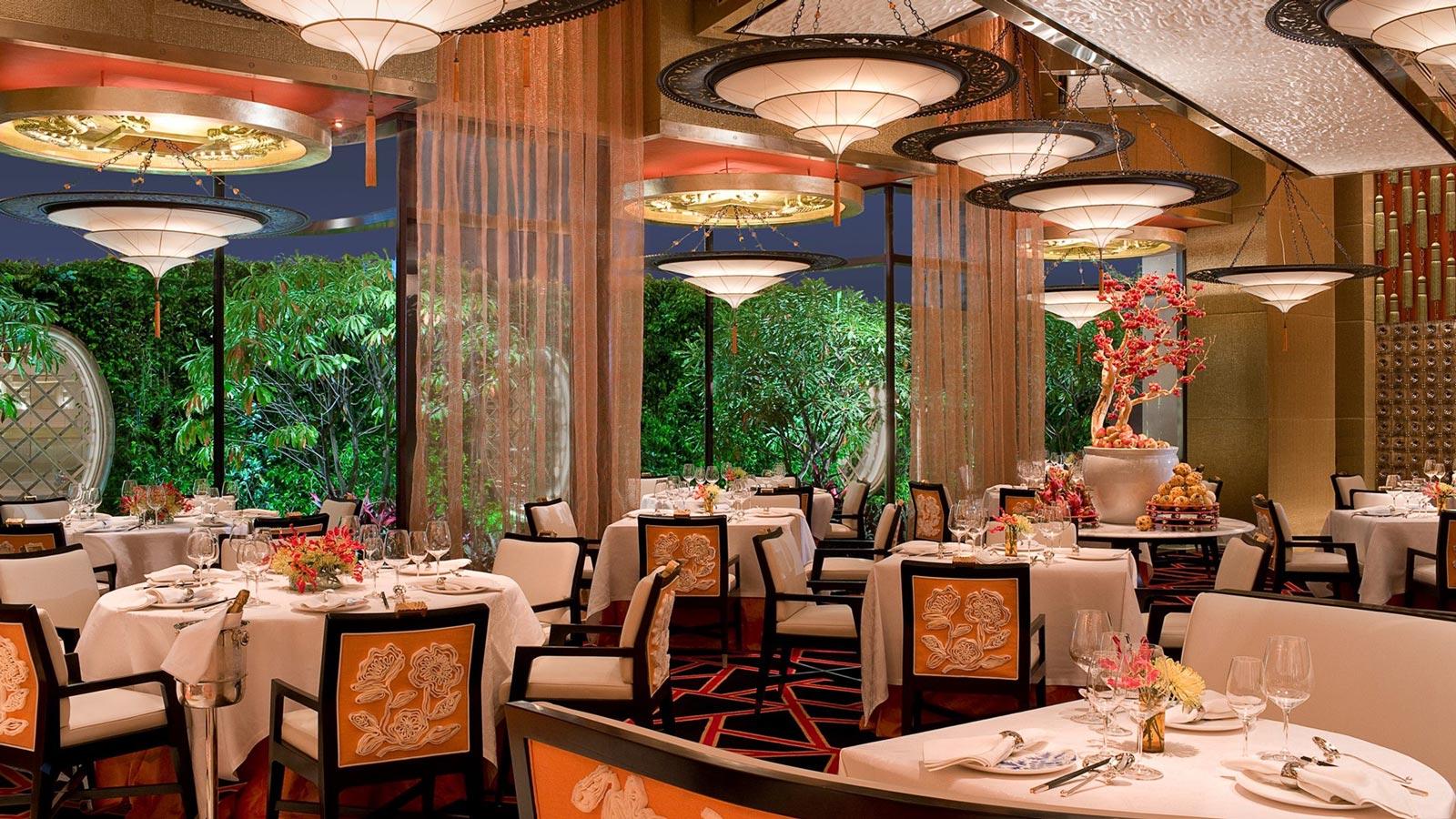GOLDEN FLOWER Restaurant en China con lámparas Fortuny