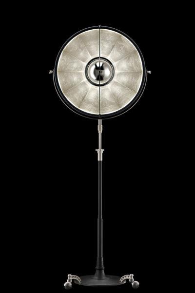 Lámpara de pie Fortuny Atelier 63 negra y con pan de plata