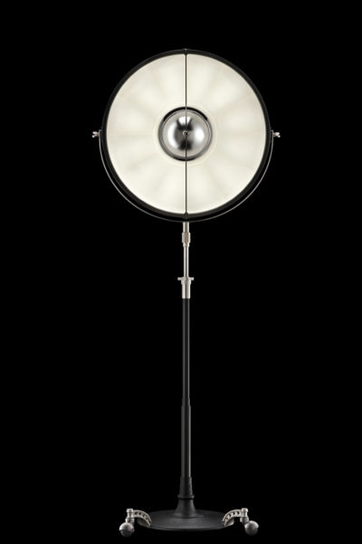 Lámpara de pie Fortuny Atelier 63 negra y blanca