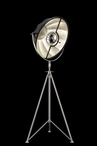 Lámpara de pie Fortuny Studio 63 con trípode de acero negra y con pan de plata