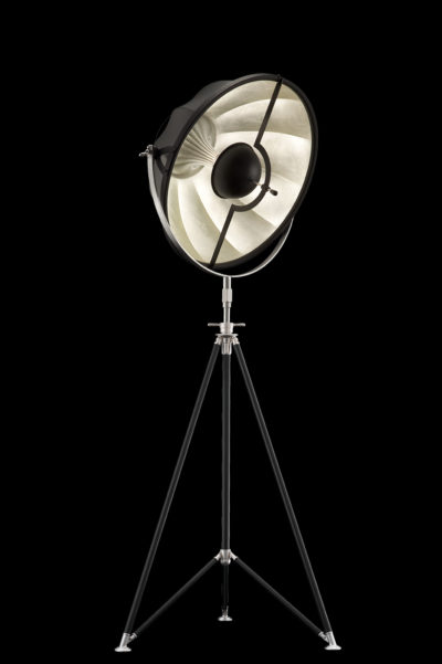 Lámpara de pie Fortuny Studio 63 con trípode negra y pan de plata