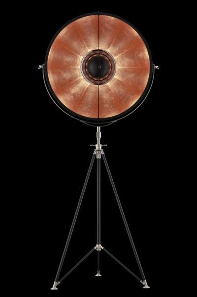 Lámpara de pie Fortuny Studio 76 con trípode negra y con pan de cobre