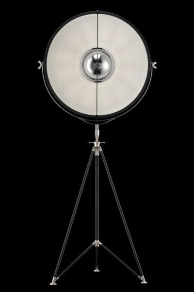 Lámpara de pie Fortuny Studio 76 con trípode negra y blanca