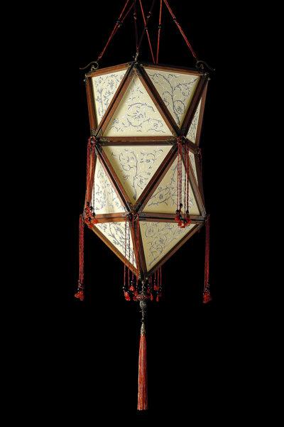Lámpara de seda Concubine Favorita con estructura de madera