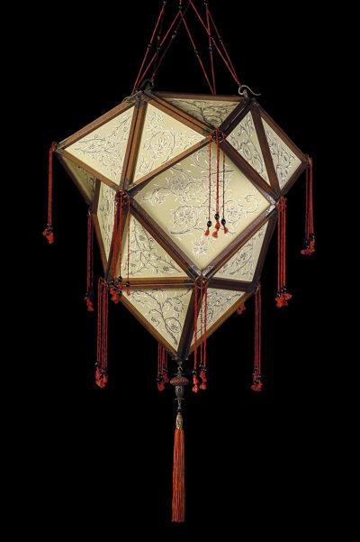 Lámpara de seda Fortuny Concubine Proibita de seda con estructura de madera