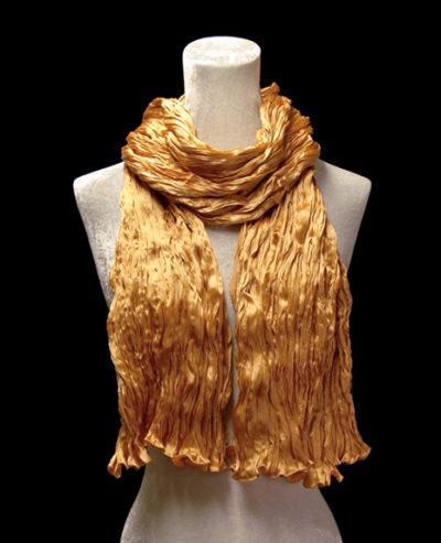 Pañuelo Fortuny de seda de crepé satén albaricoque oscuro plisado