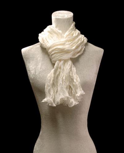 Pañuelo Fortuny de seda de crepé satén blanco plisado