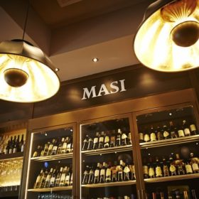 Lámparas Fortuny en Masi Wine Bar en Zurich