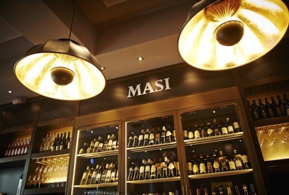 Lámparas Fortuny en Masi Wine Bar en Zurich