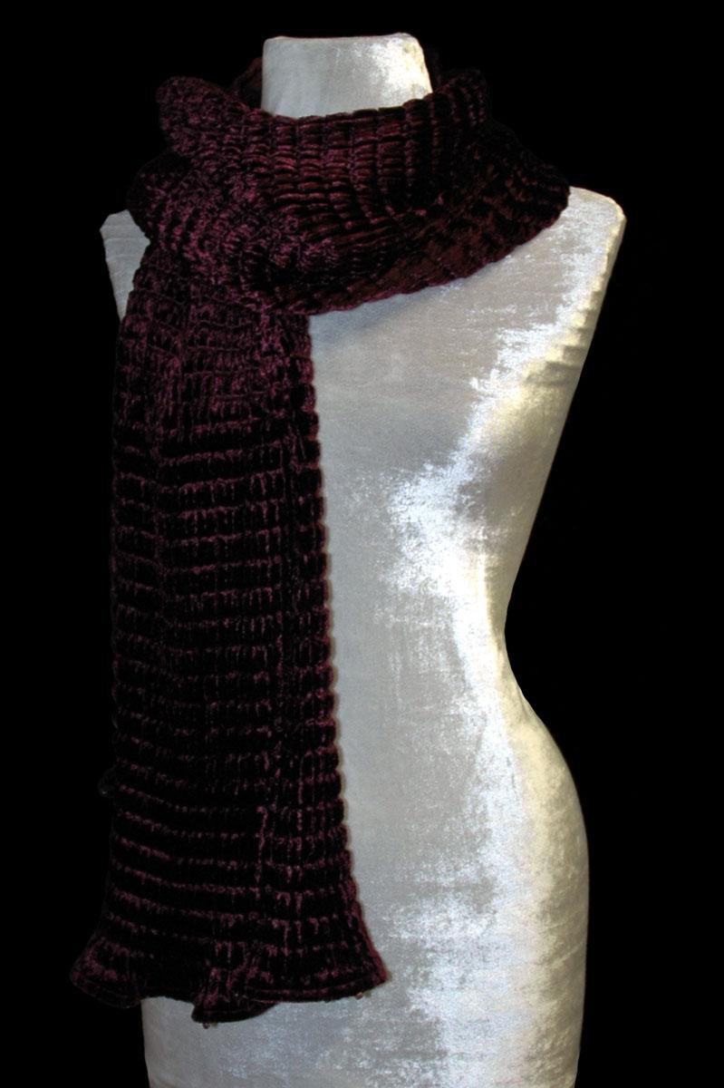 Pañuelo Fortuny de terciopelo plisado color ciruela oscura