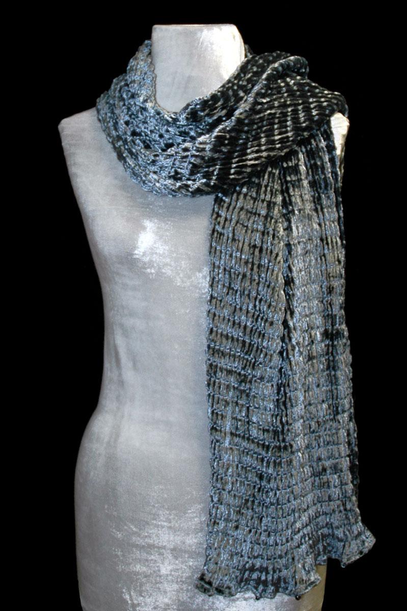 Pañuelo Fortuny de terciopelo plisado gris plata