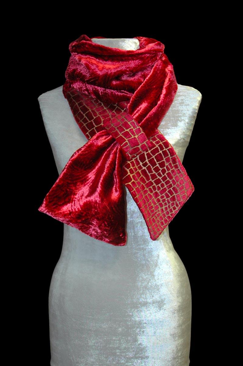 Pañuelo de terciopelo rojo carmín estampado