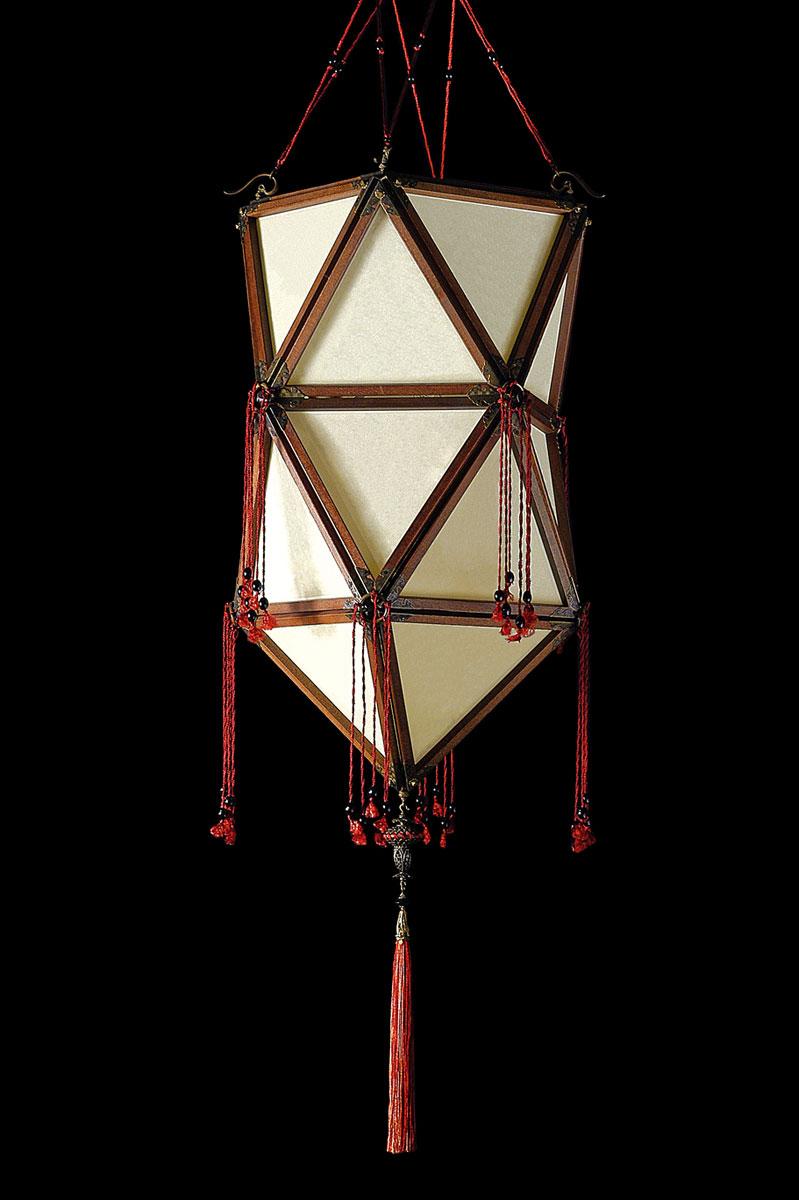 Lámpara de seda Concubine Favorita Plain con estructura de madera