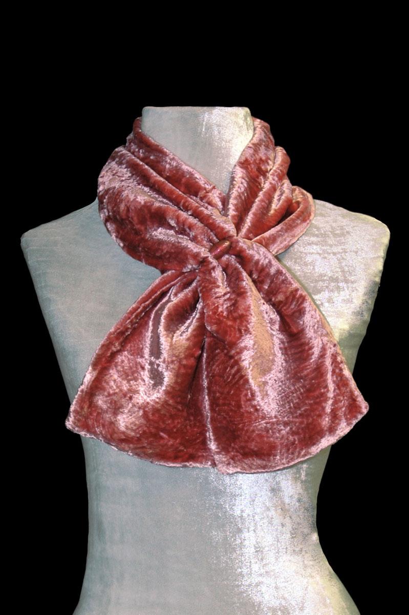 Pañuelo Fortuny de terciopelo fruncido canela con cuentas de cristal de Murano