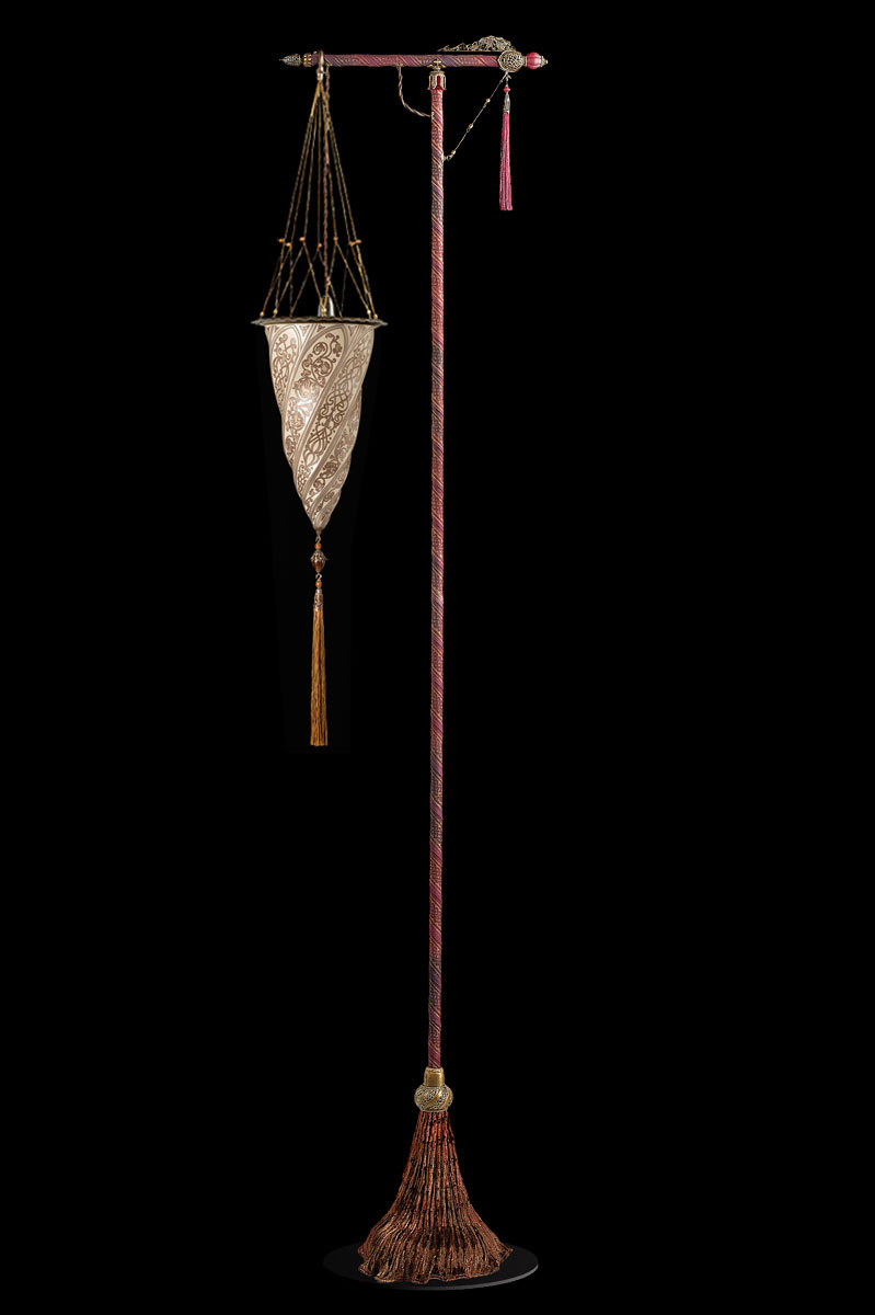 Lámpara de pie Fortuny Cesendello de cristal plateada con suporte rojo