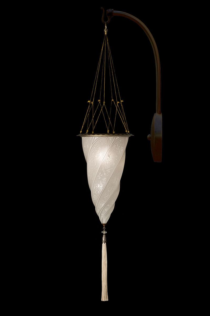 Lámpara Fortuny Cesendello de cristal blanco de pared de arco