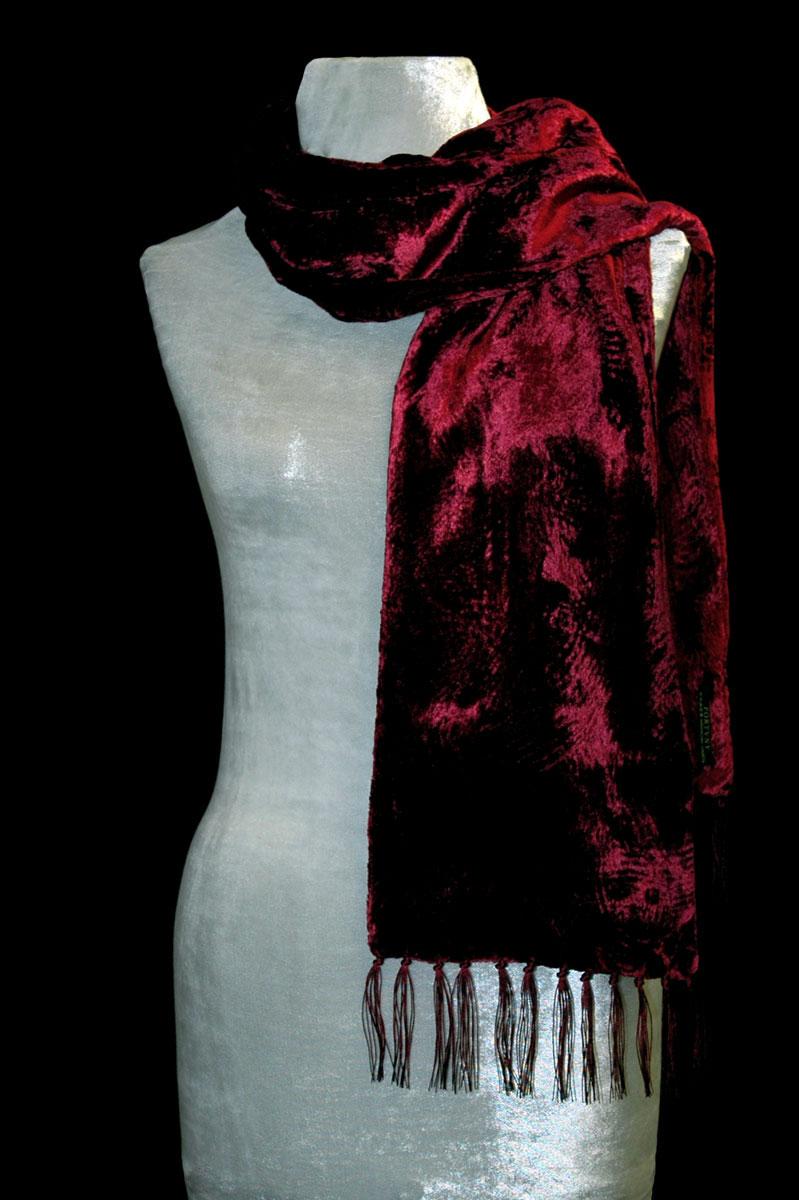 Pañuelo Fortuny de terciopelo fruncido rojo oscuro con flecos