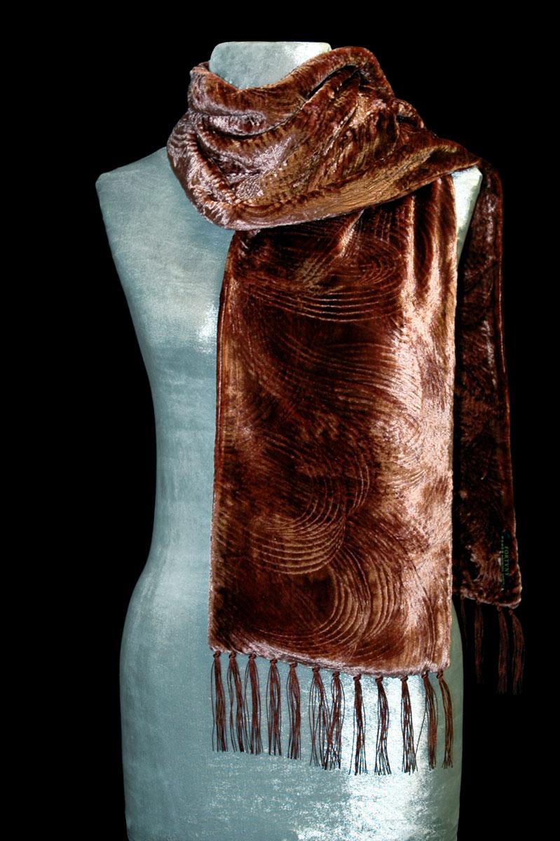 Pañuelo Fortuny de terciopelo fruncido color óxido con flecos