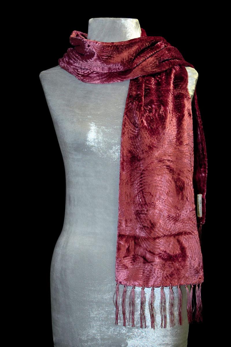 Pañuelo Fortuny de terciopelo fruncido color canela con flecos