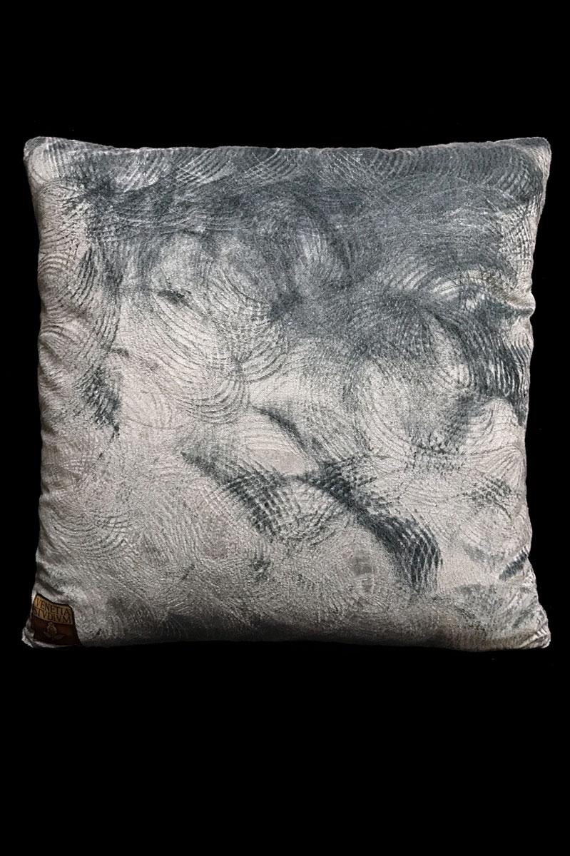 Venetia Studium cojín cuadrado de terciopelo gris estampado