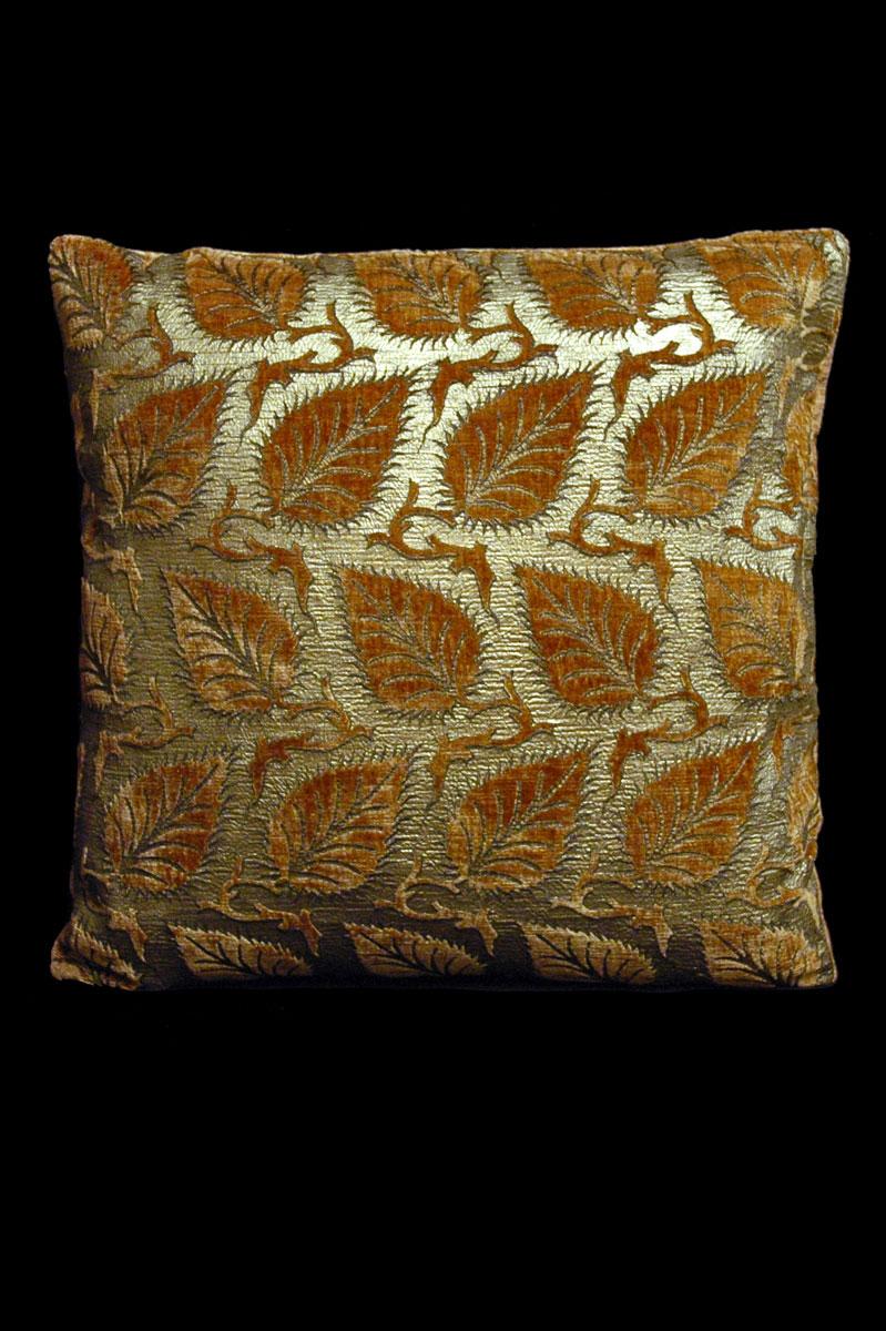 Cojín cuadrado Venetia Studium Helianthus de terciopelo caramelo estampado
