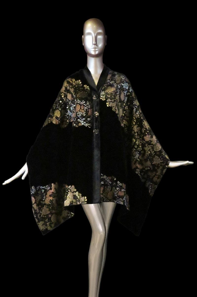 Estola Fortuny de terciopelo estampado negro con algodones