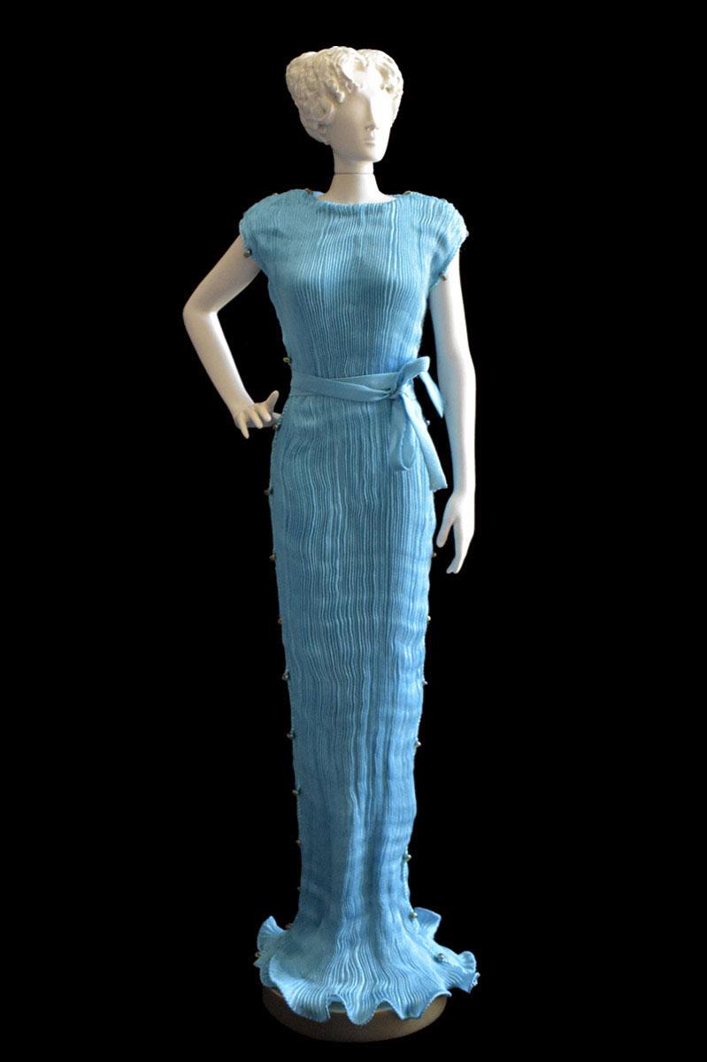 Estatuilla de mujer Diva con vestido de seda plisada Peggy azul turquesa - Roman