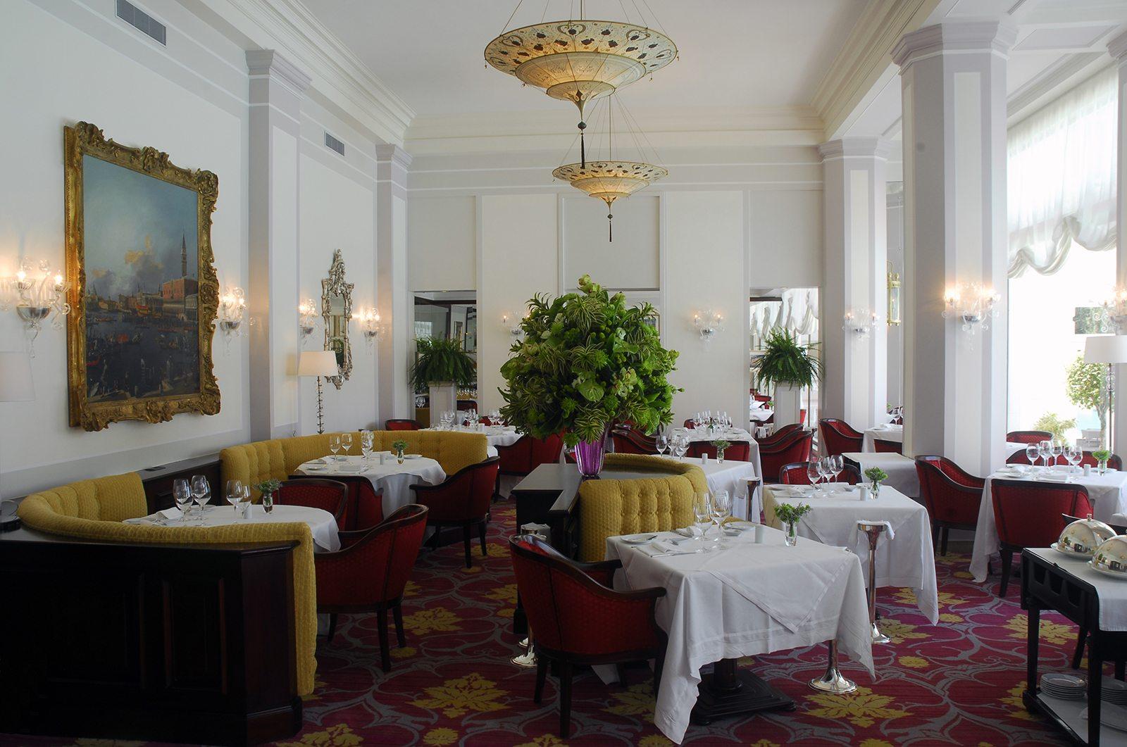 Ristorante Hotel Cipriani comedor con lámparas Fortuny Scheherazade